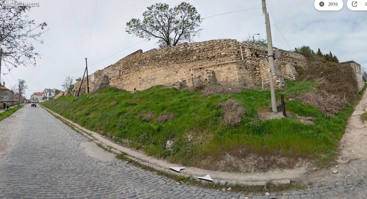 Для ремонта аварийных подпорных стен в Севастополе выбрали фирму с 35 судебными делами