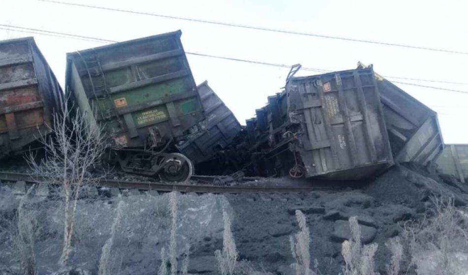 Крупная железнодорожная авария на Транссибе: движение перекрыто (фото)
