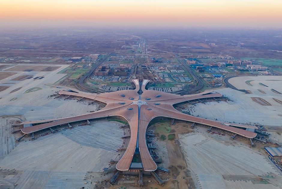 В Китае открывается крупнейший в мире «аэропорт будущего»