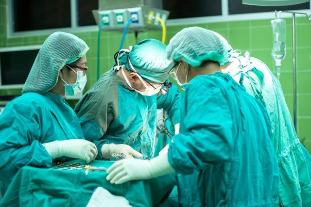 В Симферополе у врача-хирурга случился инфаркт во время работы