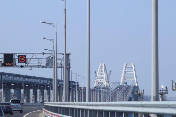 Украинские СМИ «нашли» на Крымском мосту таможню