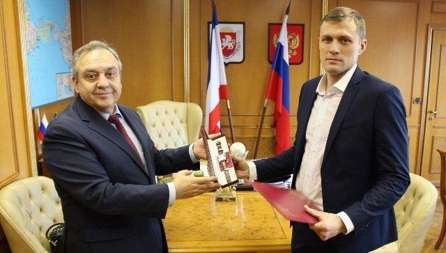 В Москве наградили мужчину, спасшего ребенка в Ялте