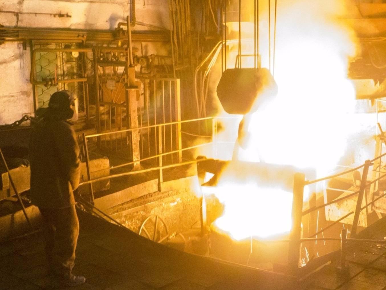 При возгорании на Керченском металлургическом заводе пострадал рабочий