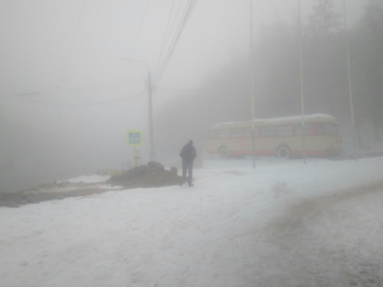 «Местами молоко»: крымскую трассу накрыл сильный туман