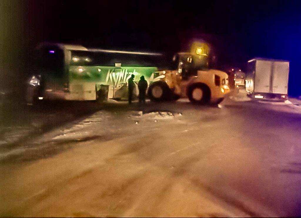 Два человека пострадали в ДТП с рейсовым автобусом в Ленинском районе