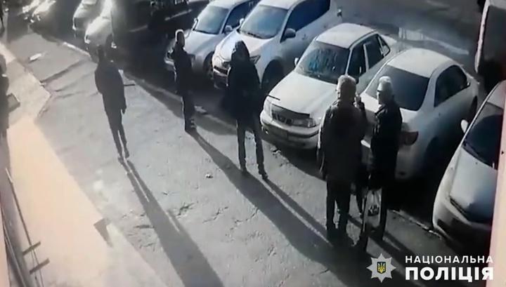 Мужчина расстрелял семейную пару возле здания суда в Николаеве