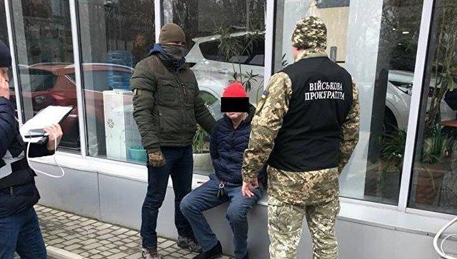 Главный таможенник украинского КПП на границе с Крымом попался на взятке
