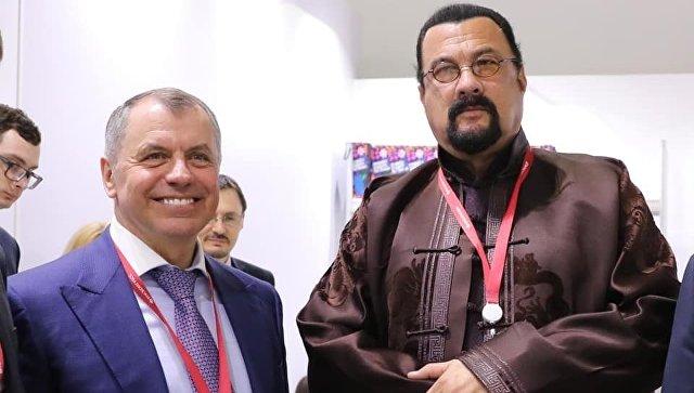 Стивена Сигала пригласили в Крым