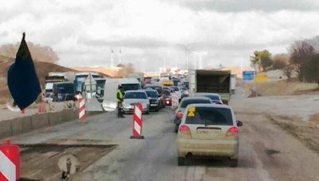 Пробка на трассе Симферополь-Севастополь растянулась на десять километров