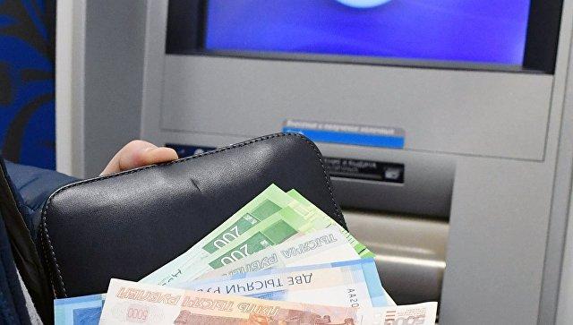 В Ялте пенсионер украл с чужой банковской карточки 18 тысяч рублей