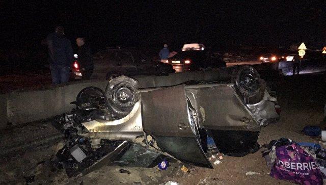 В Крыму на трассе при загадочных обстоятельствах перевернулся автомобиль
