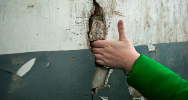Симферопольская многоэтажка пошла трещинами из-за неправильно вырытого подвала
