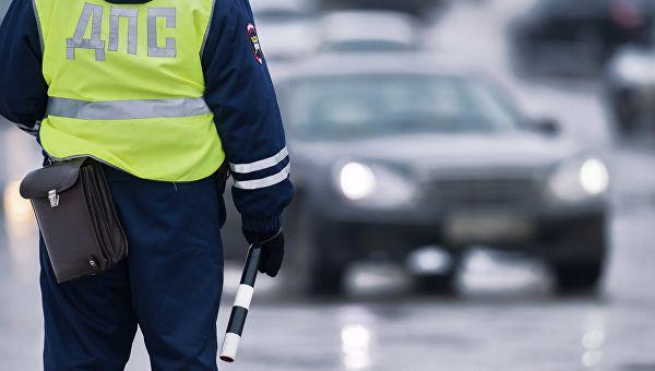 В Севастополе сотрудник ГИБДД выписал девушке штраф со скидкой