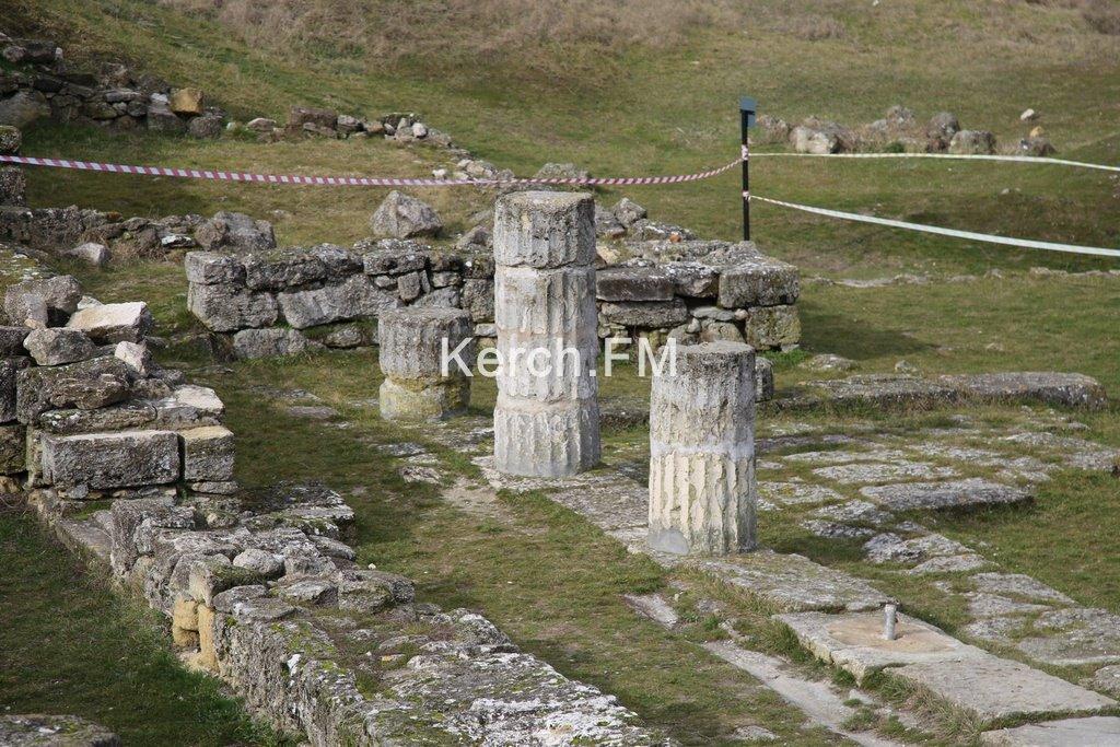 На Митридате в Керчи рухнули колонны