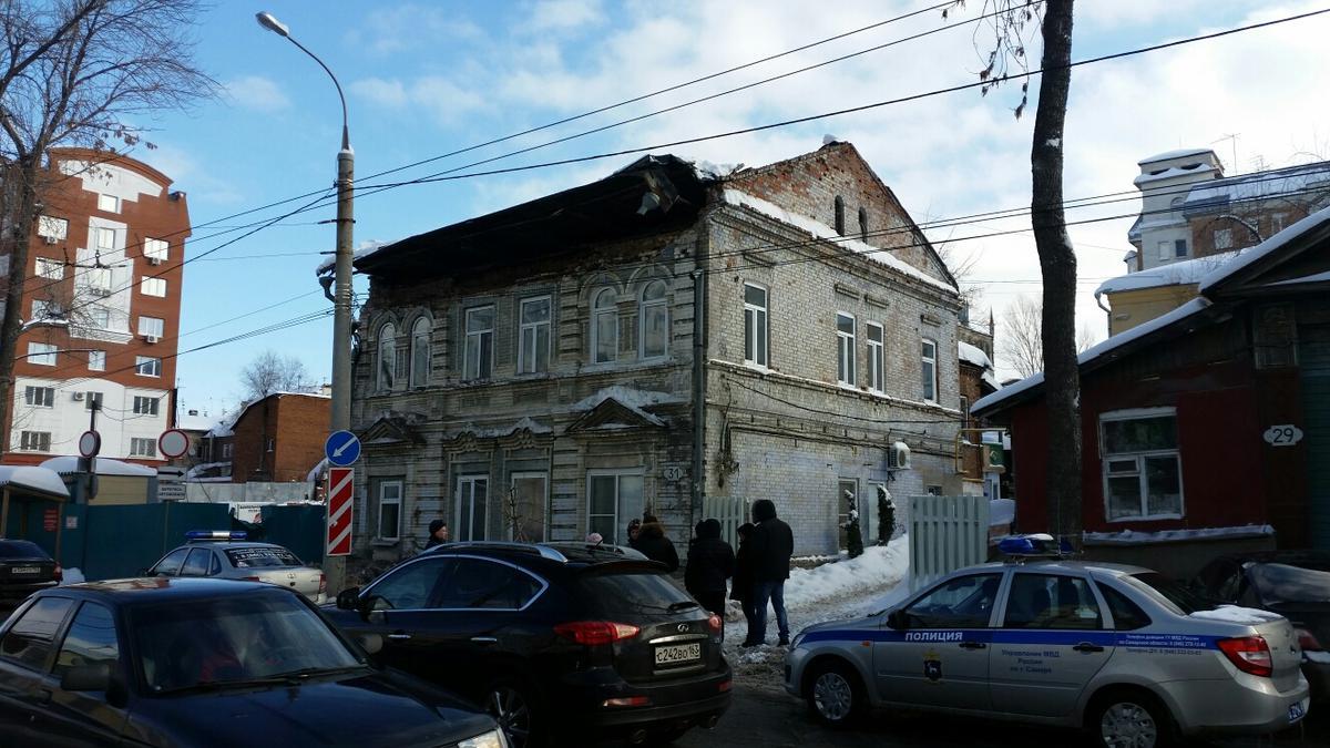 В российском городе обрушился столетний дом