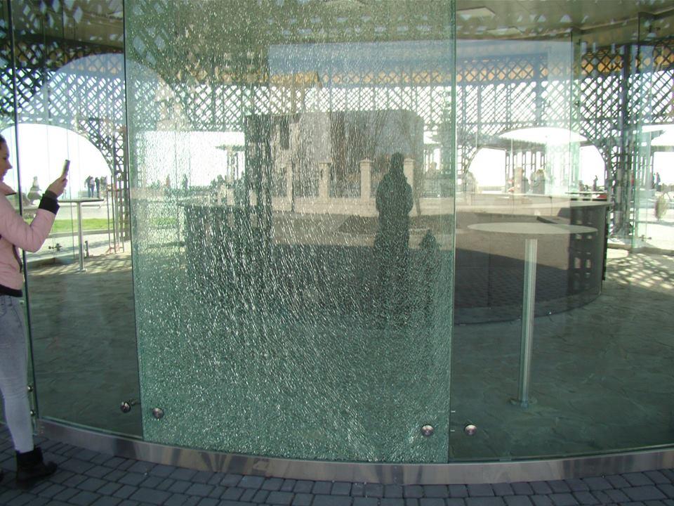 Разбитое стекло в беседке на Фиоленте заменят в ближайшее время