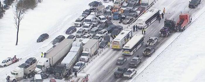 В Канаде на трассе столкнулись более 70 автомобилей