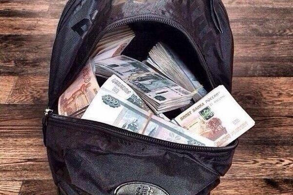 В Симферополе покупатель украл из магазина сумку с полумиллионом рублей