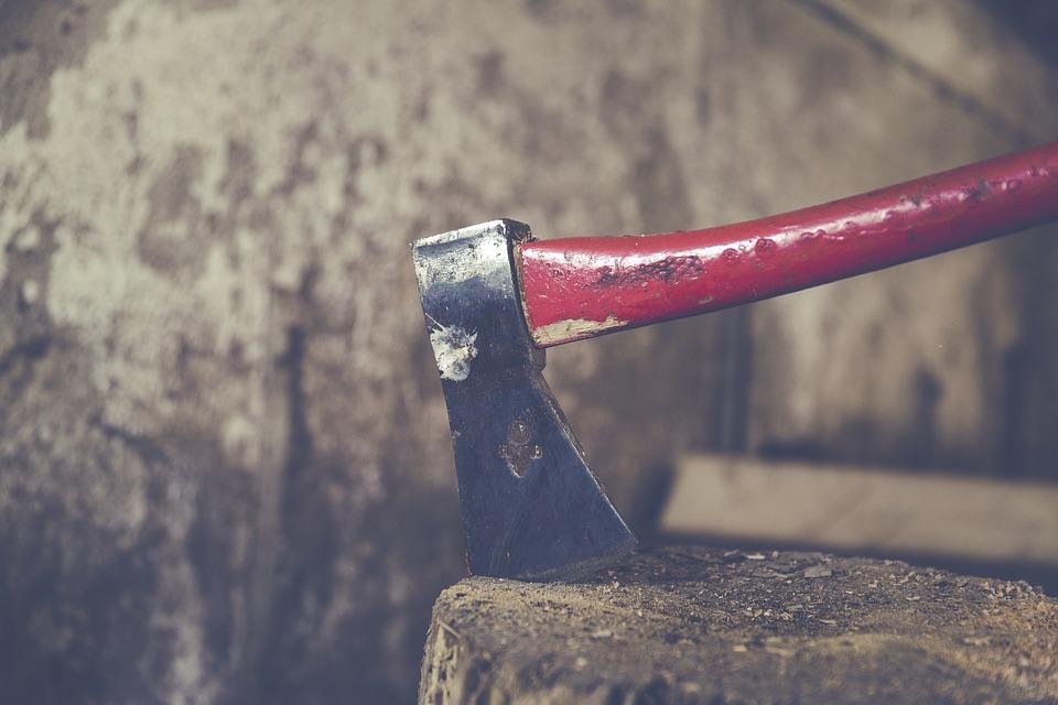 «Множественные рубленные раны»: в Феодосии иностранец зарубил топором местного жителя