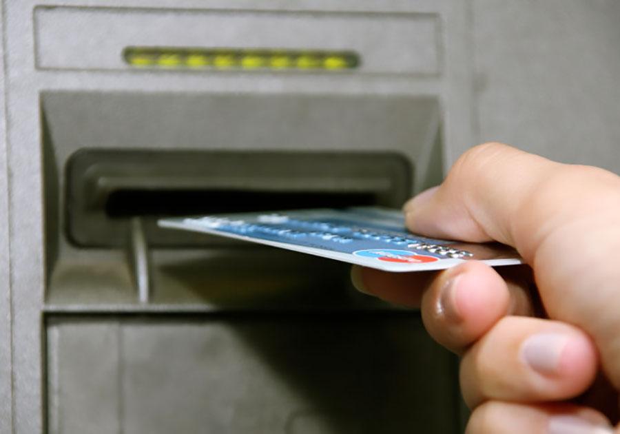 Из-за доброты крымчанка лишилась денег на банковской карте