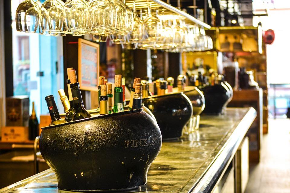 Минздрав подготовил законопроект о повышении возраста продажи алкоголя
