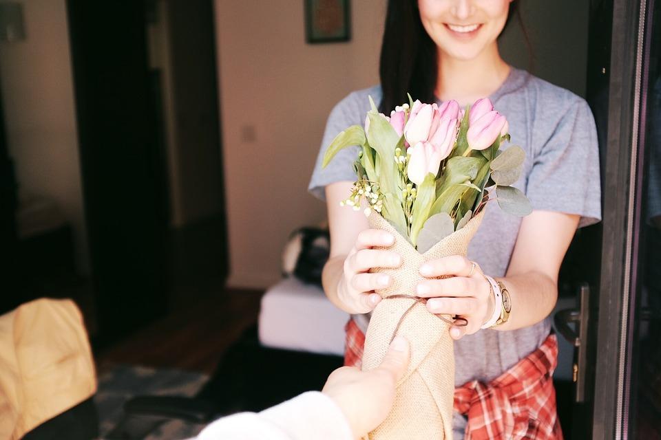 Какие цветы уместно дарить в знак любви