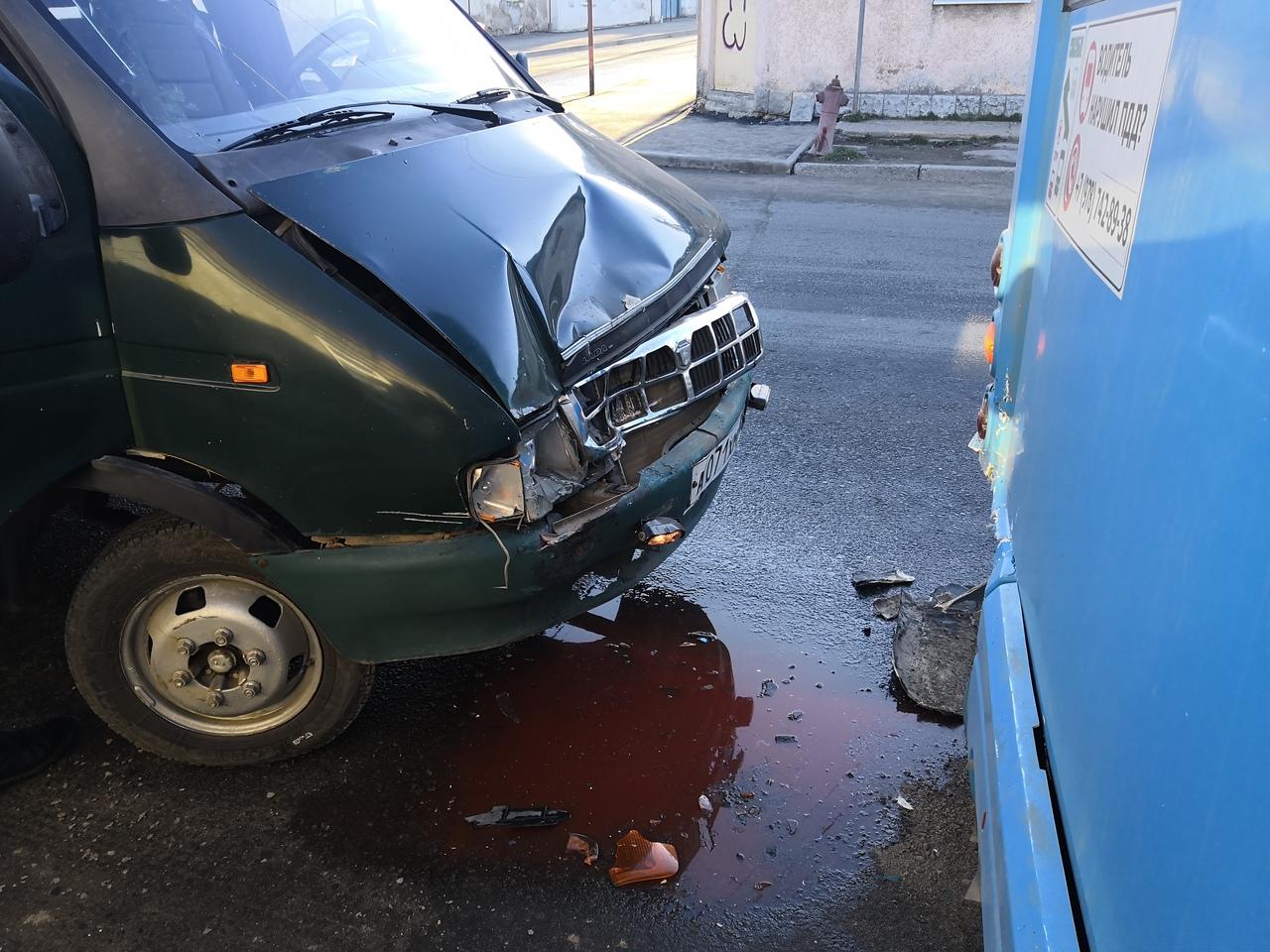 35-ое ДТП: на перекрестке в Симферополе столкнулись «ГАЗель» и автобус