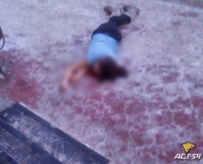 Жуткое видео: девушка выпала из окна и чуть не убила прохожего
