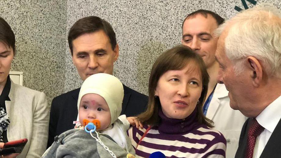 Спасенного из-под завалов в Магнитогорске малыша выписали из больницы