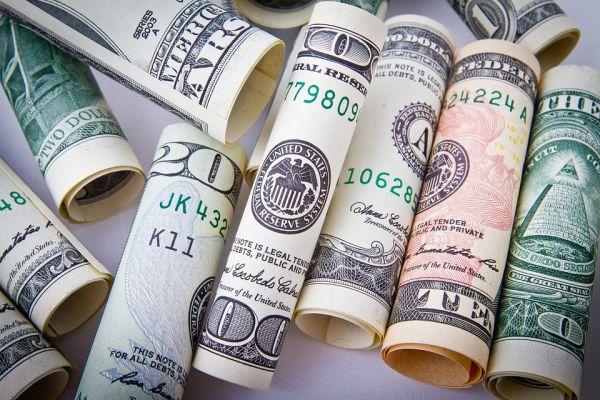 Эксперт оценил вероятность взлета доллара до 85 рублей
