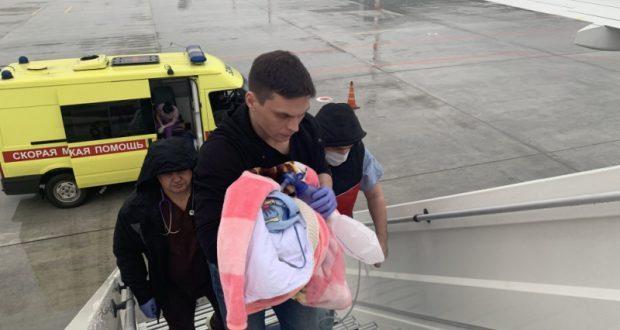 Тяжелобольного младенца увезли из Крыма в Санкт-Петербург на спецборту