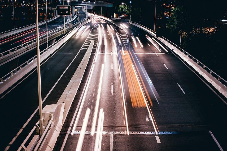 Крымскую «Тавриду» и еще 1 тыс. км дорог в России начнут укладывать «суперасфальтом»