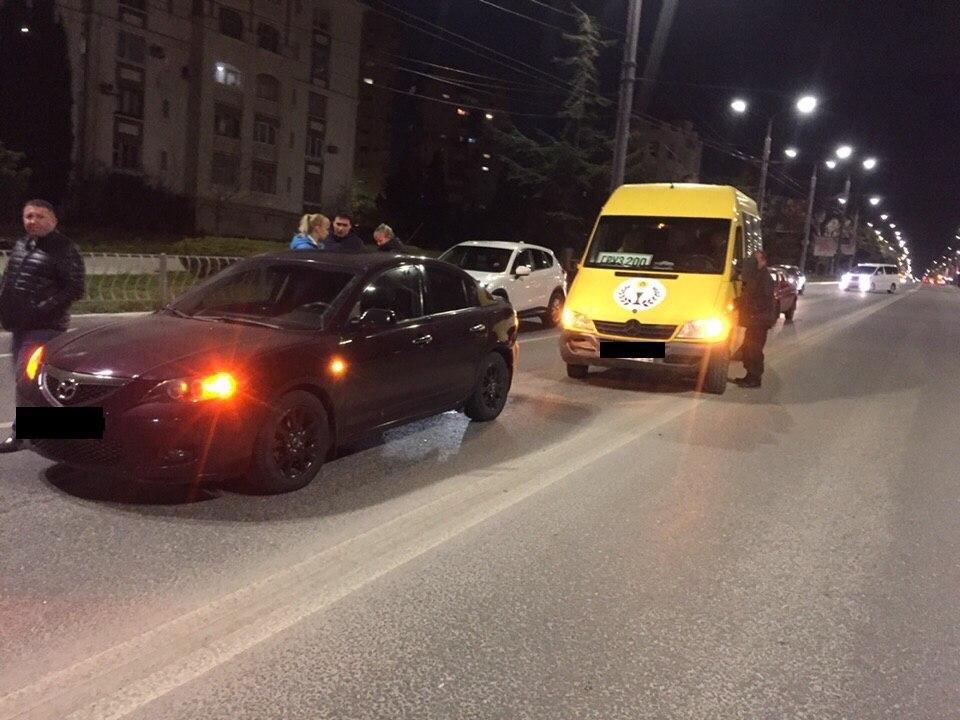 В Севастополе в ДТП попал микроавтобус с табличкой «груз 200»