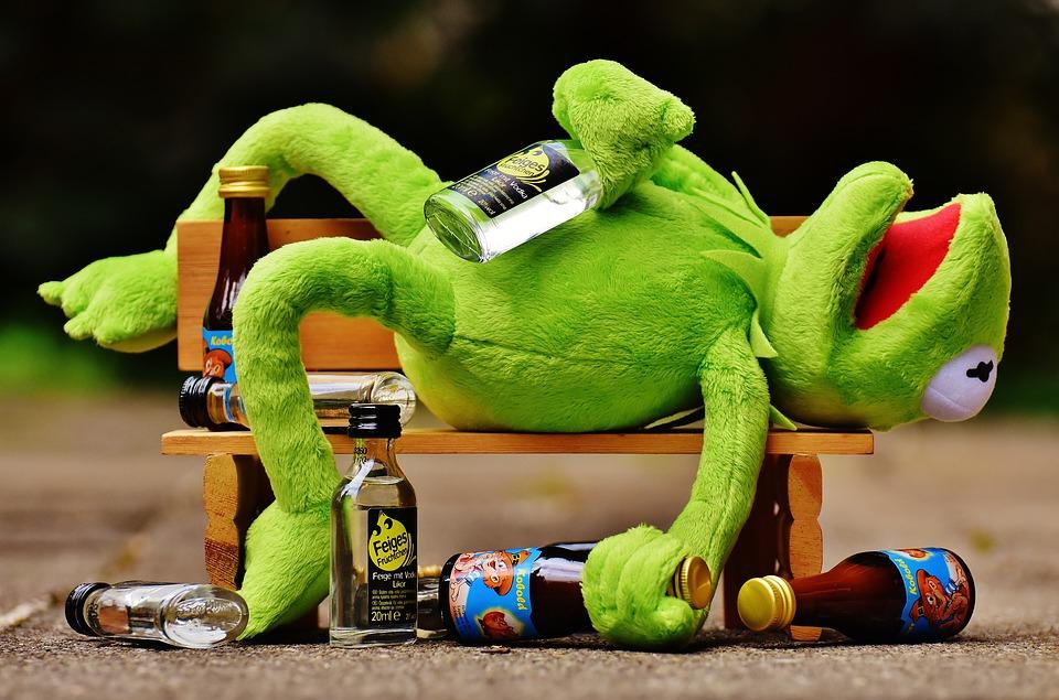 Минимальное расстояние от точек продажи алкоголя до социальных объектов могут установить на федеральном уровне