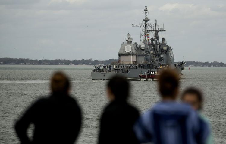 Столкнулись два судна ВМС США