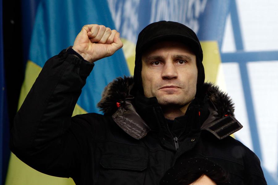 «Упал в люк и разбился»: на Украине организовали «проплаченный» митинг за несуществующего политика