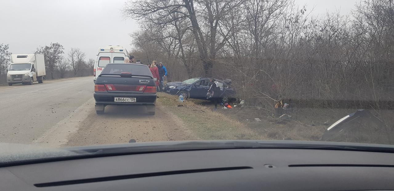 «Два раза кувыркнулся»: в Крыму легковушка слетела с трассы