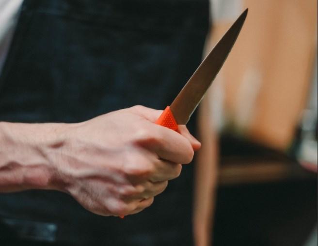 В Севастополе грабитель тяжело ранил продавщицу магазина