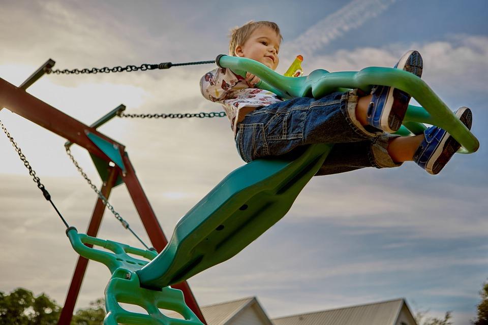 В Симферополе жильцы дома планировали брать деньги с посетителей детской площадки
