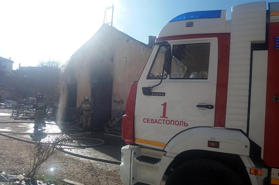 В Севастополе горел хлебозавод