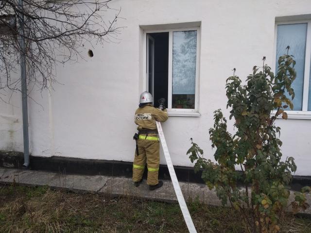 При «тушении пожара» в крымской школе двое сотрудников «потеряли сознание»