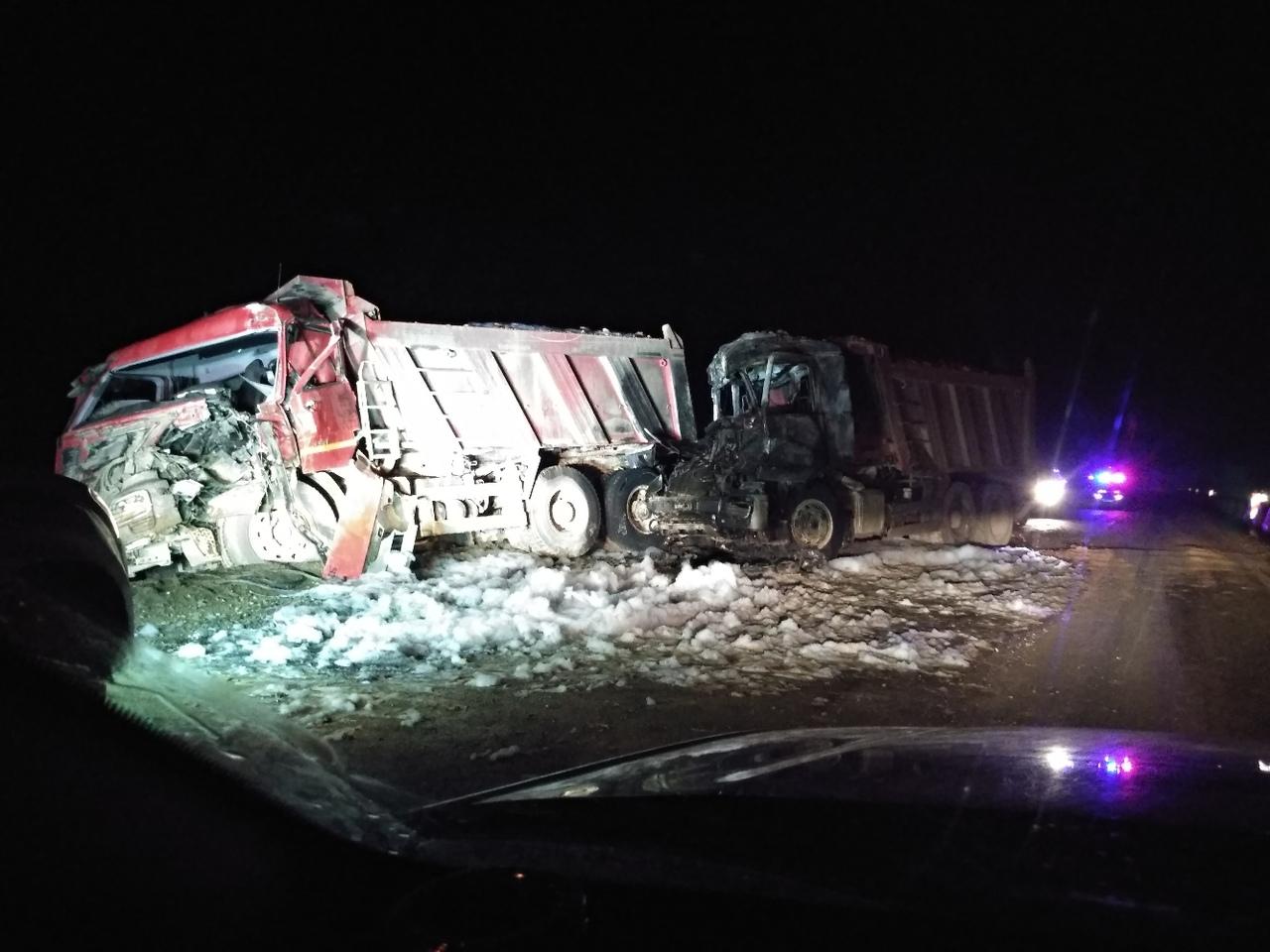 Ночью трассу «Тавриду» перекрыли из-за полыхающего грузовика