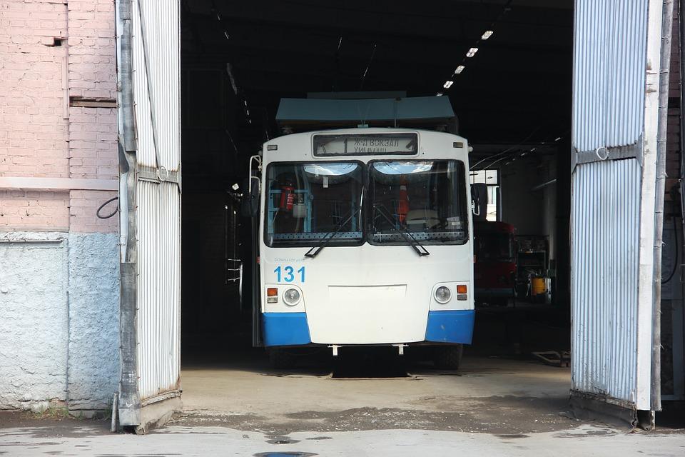 В Керчи все водители троллейбусов отказались выходить на маршруты: остановки переполнены