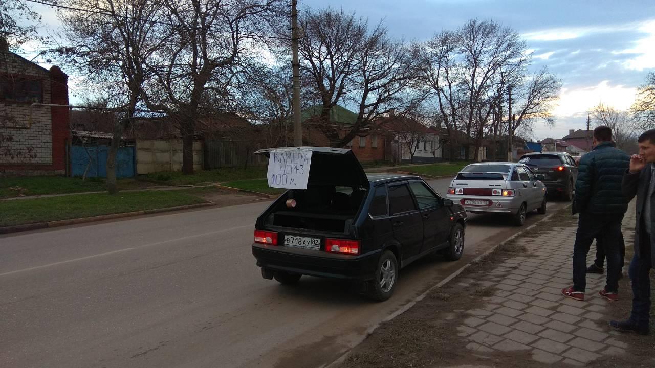 Крымские автомобилисты нашли оригинальный способ борьбы с камерами на треногах