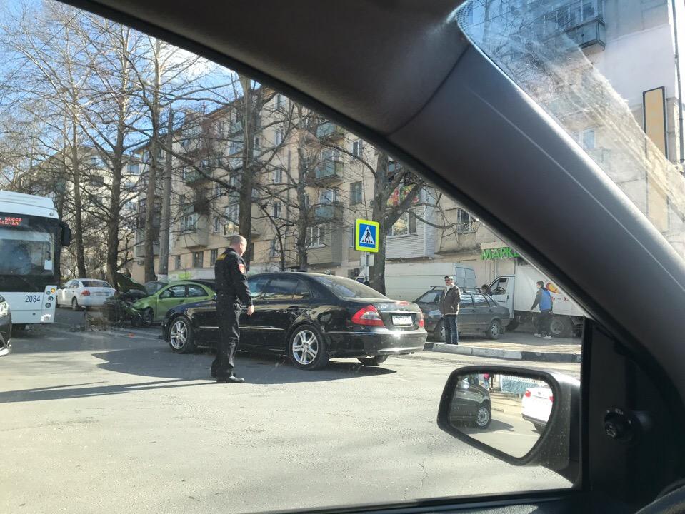 В Севастополе из-за массового ДТП образовалась километровая пробка