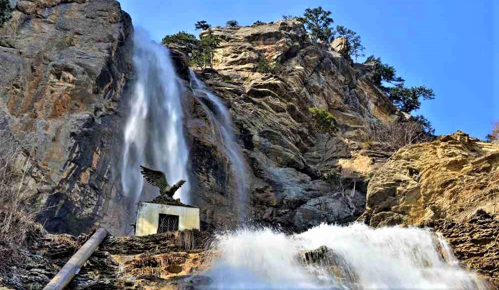 Водопад Учан-Су набирает силу в преддверии весны