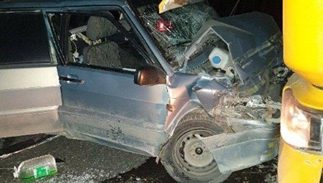 Подробности лобового столкновения ВАЗа и фуры в Крыму, где пострадал ребенок