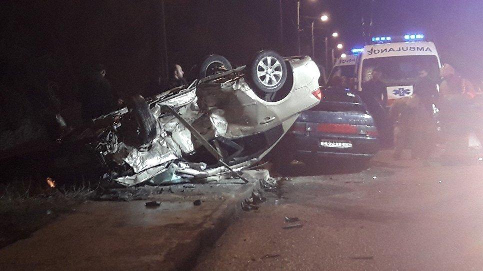 Страшная авария на крымской трассе: иномарка на крыше, пассажир погиб