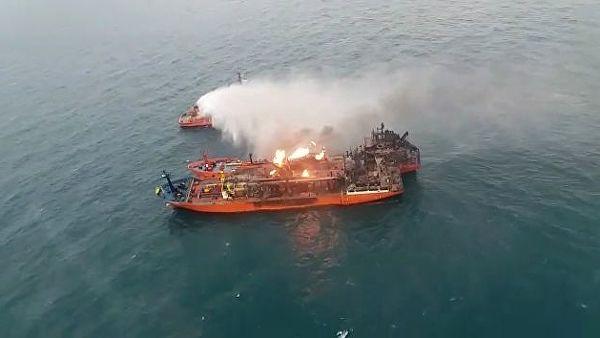 Потушен пожар на одном из танкеров, горевших больше месяца в Черном море