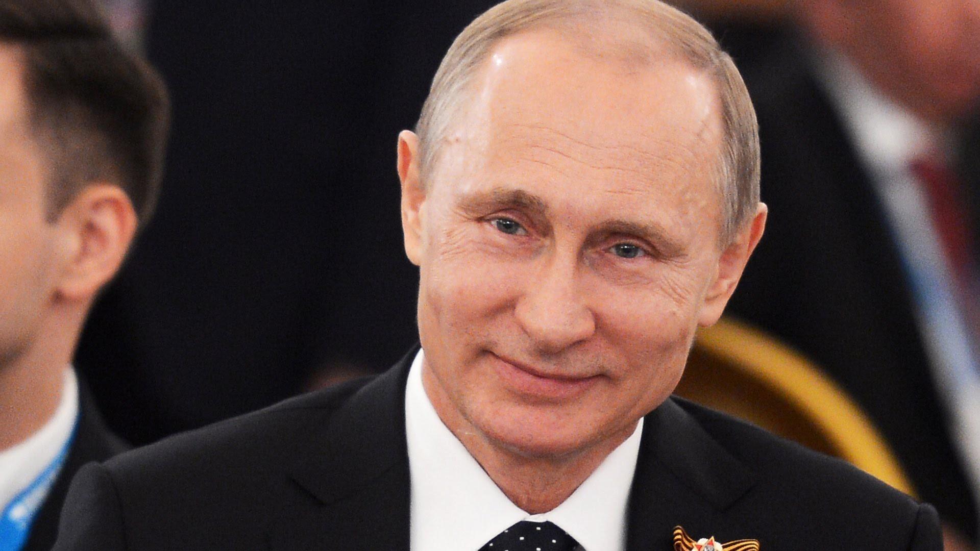 Владимир Путин оригинально поздравил женщин с 8 Марта
